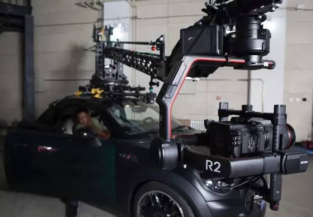 ↑ 车载摇臂 + 如影2 + RED Raven + 24-70mm