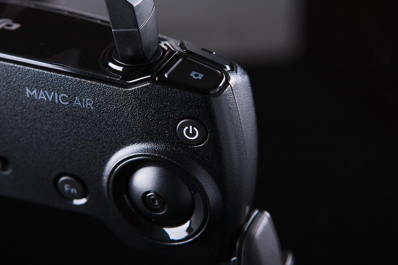遥控右:拍照键&自定义功能键