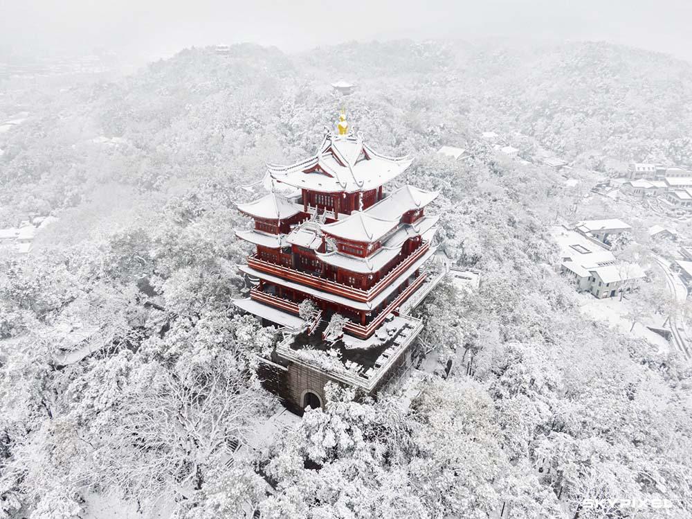 雪中城隍阁.jpg