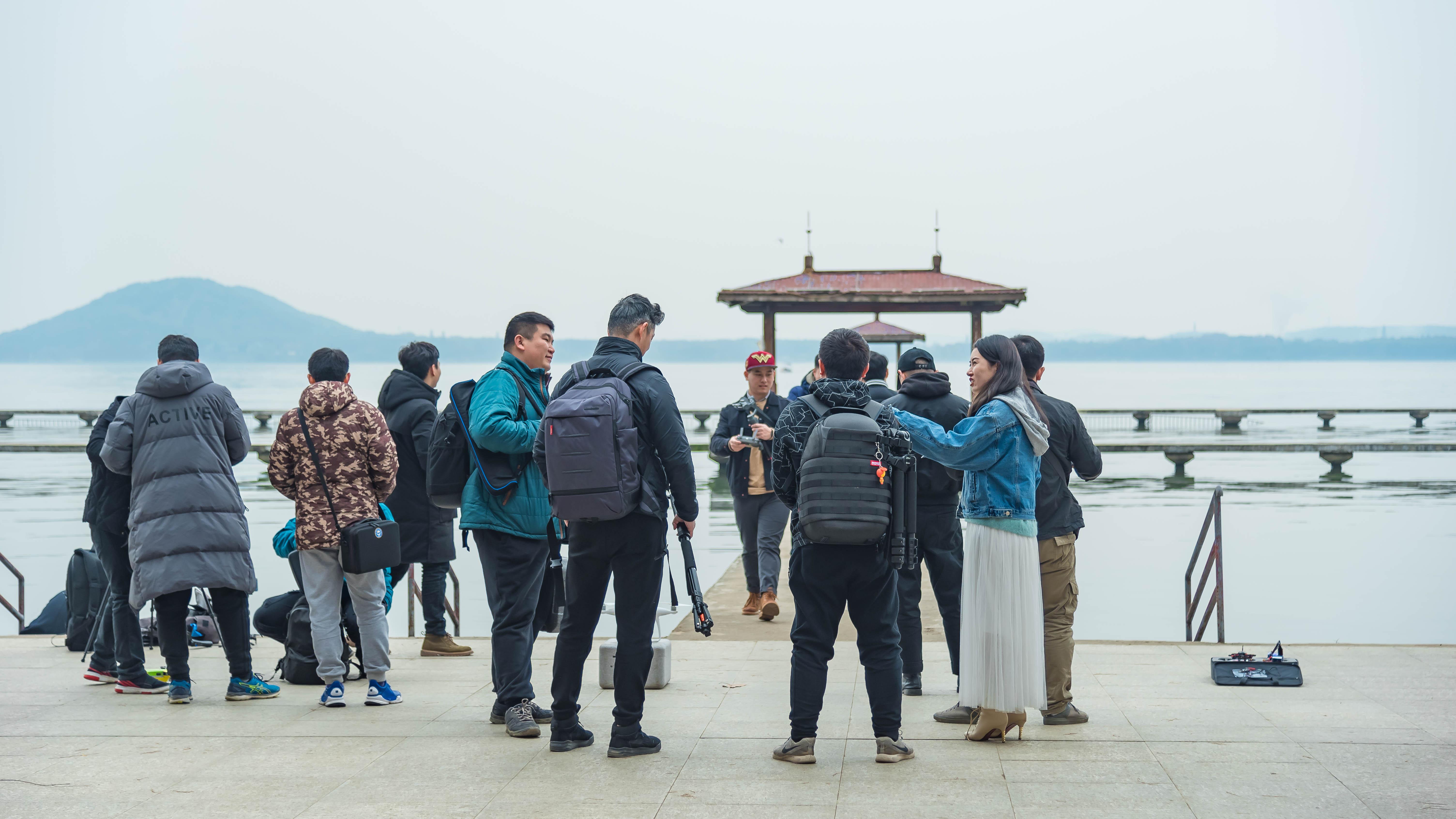 聚餐后在武汉东湖听涛泳场开始交流